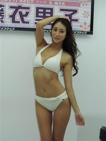 佐藤衣里子さんのビキニ