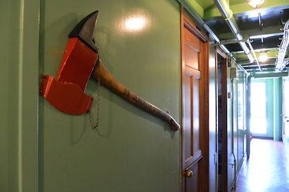 アメリカにある非常用のでかい斧の俗称が「マスターキー」