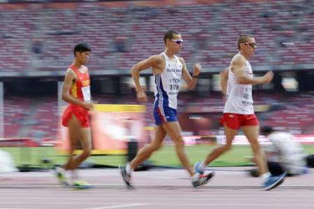 世界陸上で競歩の先頭選手がトイレに駆け込む