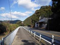 川の東側の車道を北へ進む