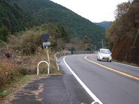 津蔵渕の山道を行く