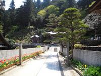 横峰寺境内 大師堂へつづく回廊