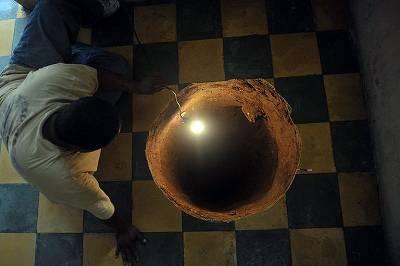 穴 地下 その後 丸 の