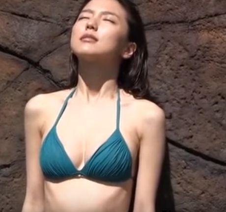 【画像】真野恵里菜さん、身体つきがセクシーすぎ3