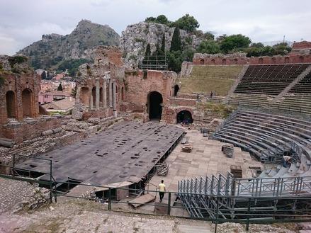 ギリシャ劇場とモンテタウロ