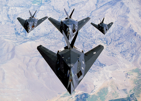 USAF_F-117_Nighthawk_formation_(1)