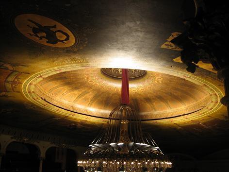 劇場の天井