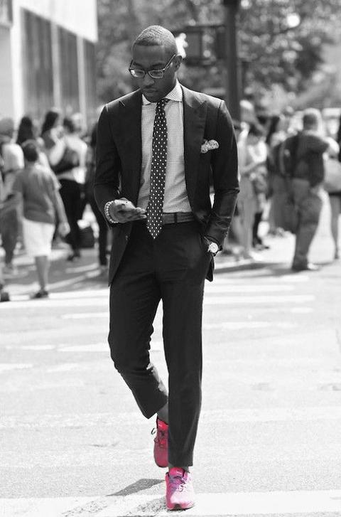 スニーカー スーツ