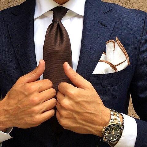 ブラウンスーツ着こなし