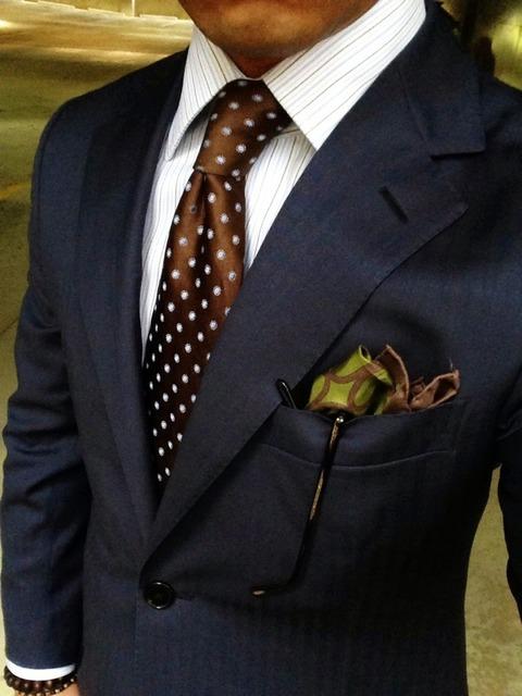 茶色ネクタイ 合わせ方