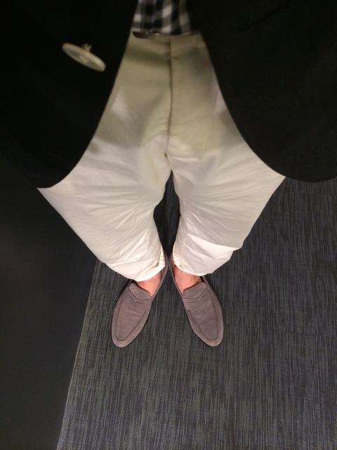 ホワイトパンツ 靴