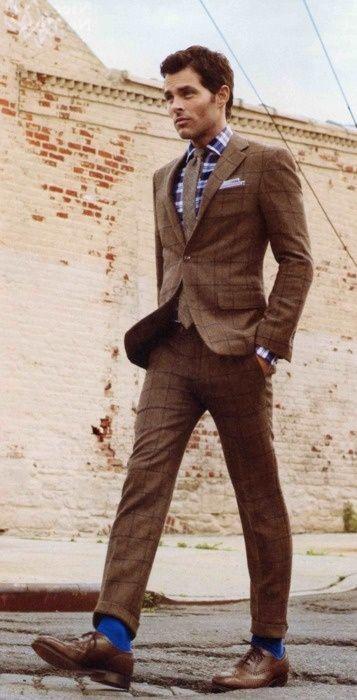 茶色スーツ 着こなし