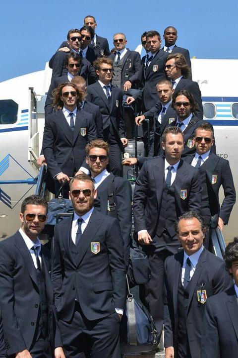 サッカーイタリア代表 スーツ