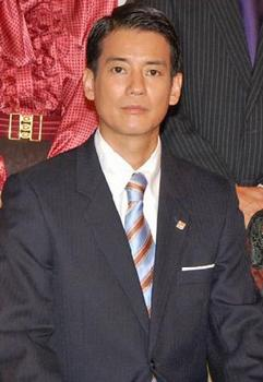 唐沢寿明 スーツ