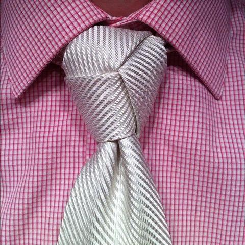 特殊なネクタイの結び方