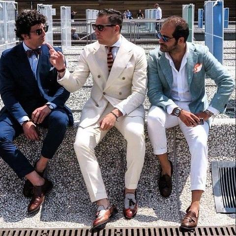 ビジネスシーン 素足 革靴