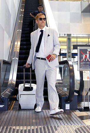 サッカー 本田 スーツ