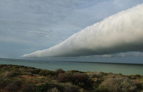 Roll-cloud_1411894i