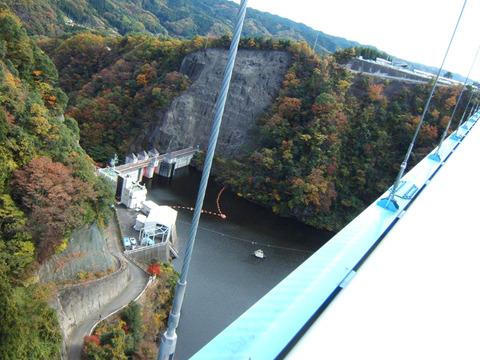View_from_Ryujin_bridge_and_Ryujin_Dam