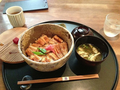 1024px-Anago_meshi_,_あなご飯_-_panoramio