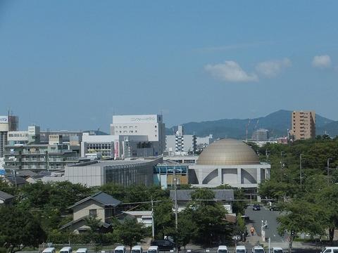 1280px-Toyokawa_City_Library_(2012.08.17)_2