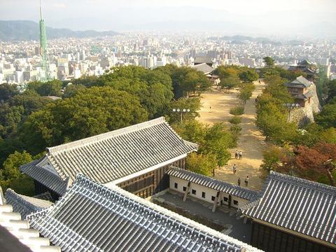1024px-Matsuyama_Castle_Tower_3_(Iyo)_JAPAN