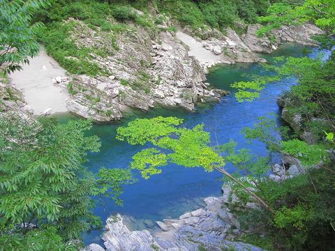 1024px-Tokushima_Miyoshi_Yoshino_River_Of_Oboke_Gorge_1