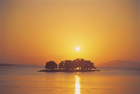 1024px-Shimane-Lake_Shinji-m