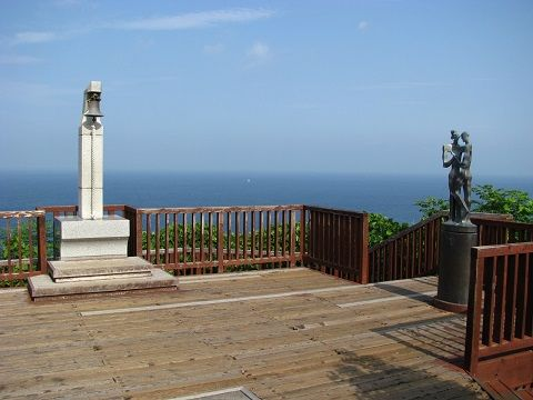 Two_Lovers_Point_in_Izu-City_01