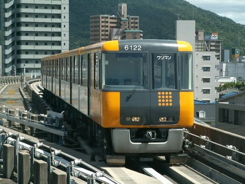 Astram_line_6122_at_Omachi_station