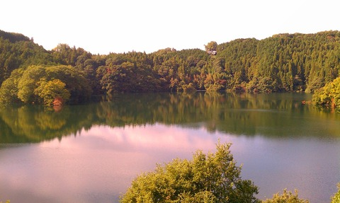 1280px-青蓮寺湖_-_panoramio