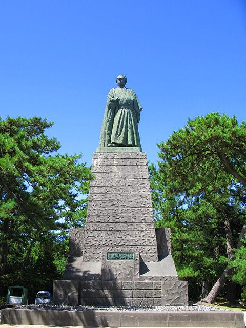 Kochi_Katsurahama_Sakamoto_Ryoma_Statue_1