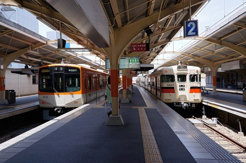 1280px-130525_Sanyo_Himeji_Station_Himeji_Hyogo_pref_Japan01s3