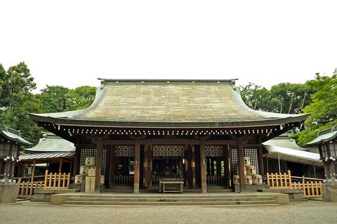 1024px-Front_shrine_of_the_Hikawa_shrine