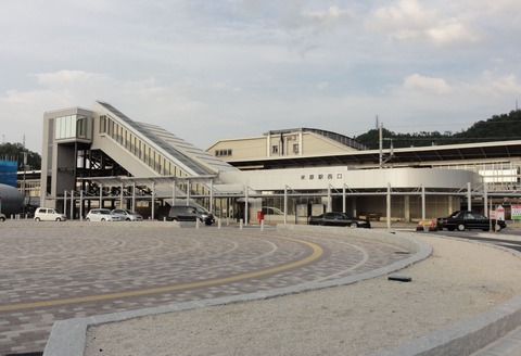 Maibara-station-west-entrance_20110731
