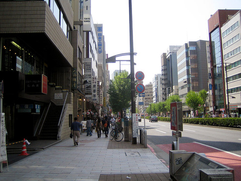 1024px-Secondhand_bookstores,_at_Kanda-Jinbocho_2