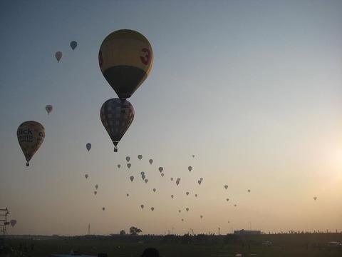 1280px-Saga_balloon_fiesta_sky_view_2009_2