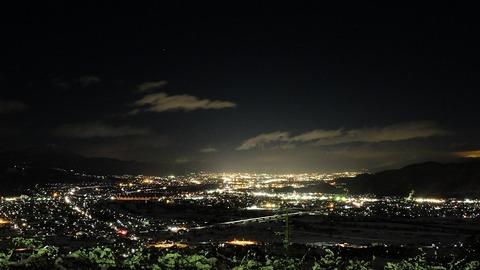 1920px-OBASUTE_SA_Night_view_Chikuma_city_direction