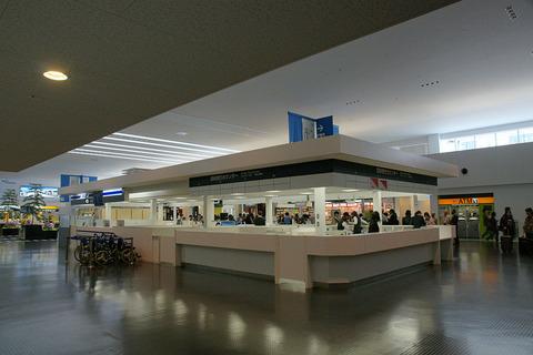 1024px-Kobe_Airport00n4272