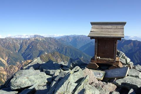 150928_Shrine_on_Yarigatake_summit
