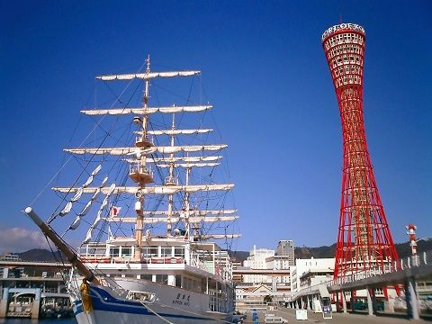 Kobe_port_tower_and_Nihonmaru_replica