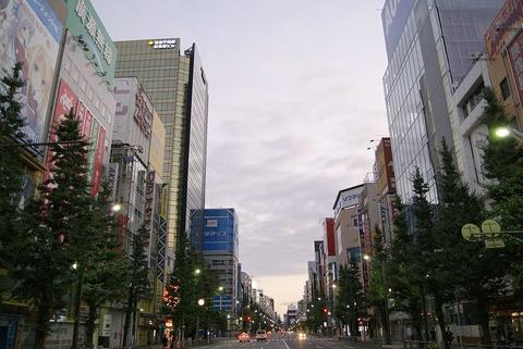 電気街の夜明け_-_panoramio