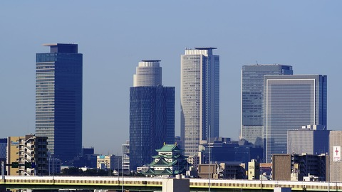 1280px-180324_Nagoya_Castle_&_Skyscrapers_in_Meieki