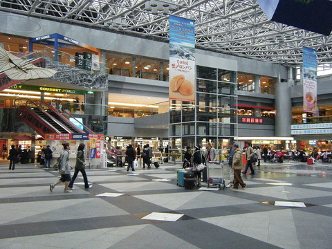 1024px-New_Chitose_Airport_inside