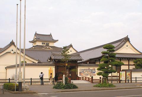 1024px-Entrance_of_Sekiyado_Castle_Museum_in_Ciba,_Japan