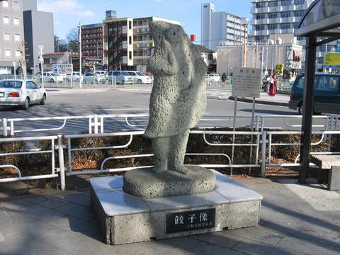 Utsunomiya_Gyoza_Statue_1