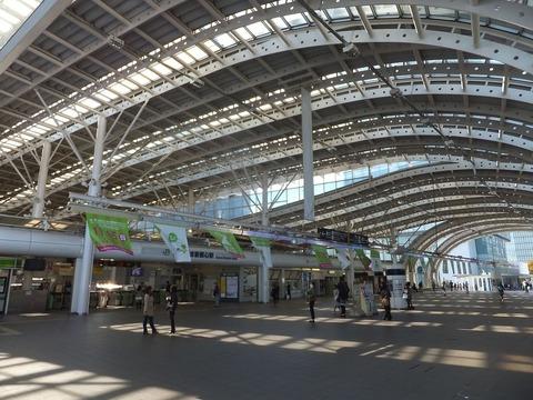 Saitama-Shintoshin_Sta.-concourse_20151101a