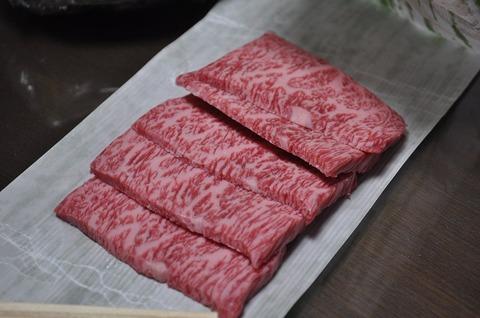 Sliced_Matsusaka_wagyu_beef (1)