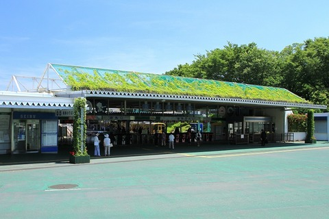 Seibu-Kyujo-Mae_Station_Entrance_2