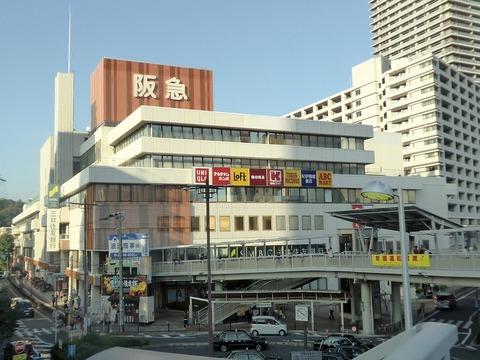 1280px-Takatsuki_Hankyu